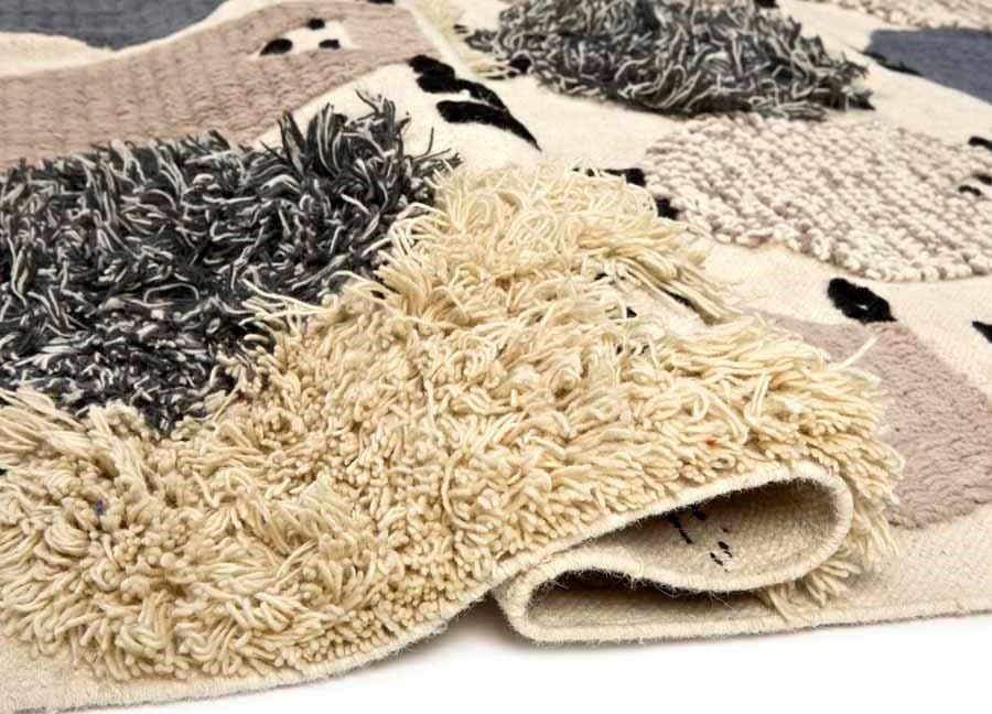 Dywan beże wykonany z wełny