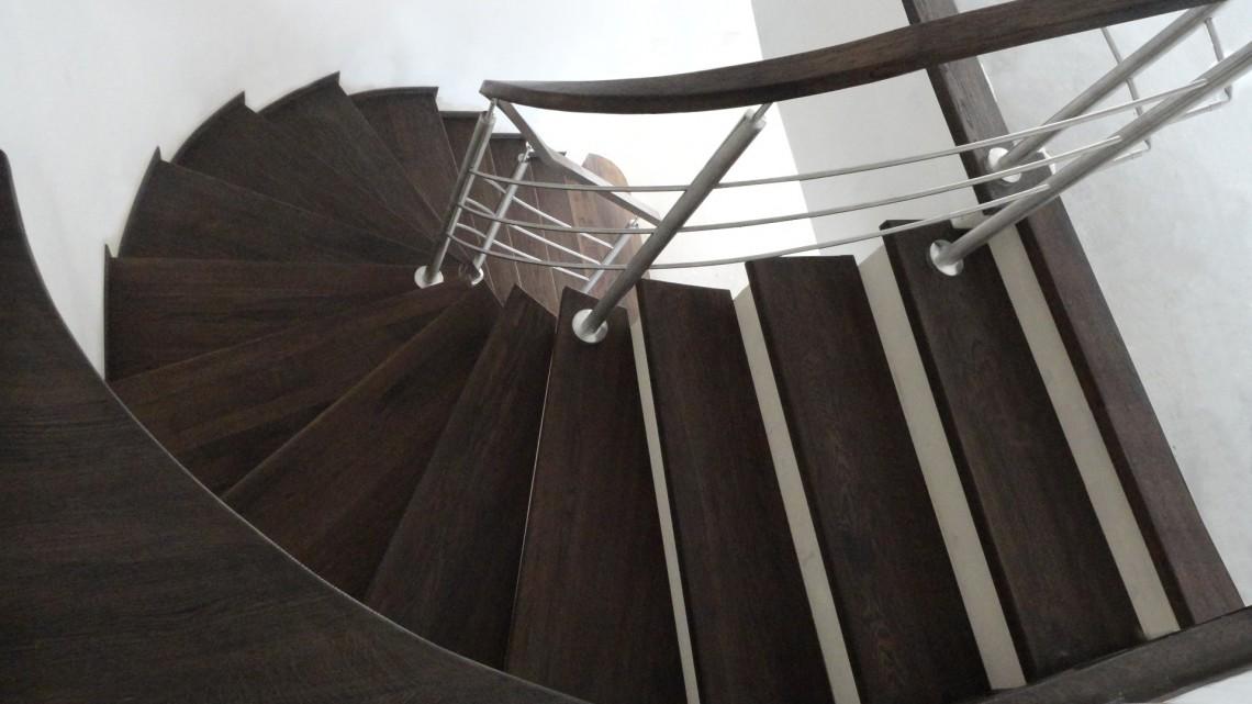 Kręte schody z drewna