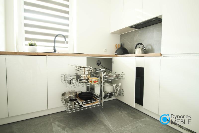 Funkcjonalne wnętrze mebli kuchennych, Cargo